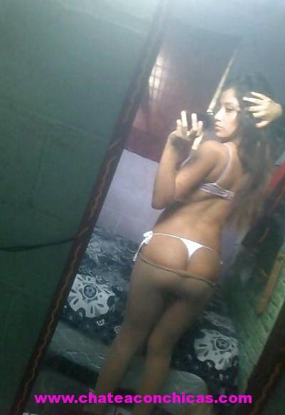 Hermosa chica latina muestra sus tetas y saluda - 1 part 3
