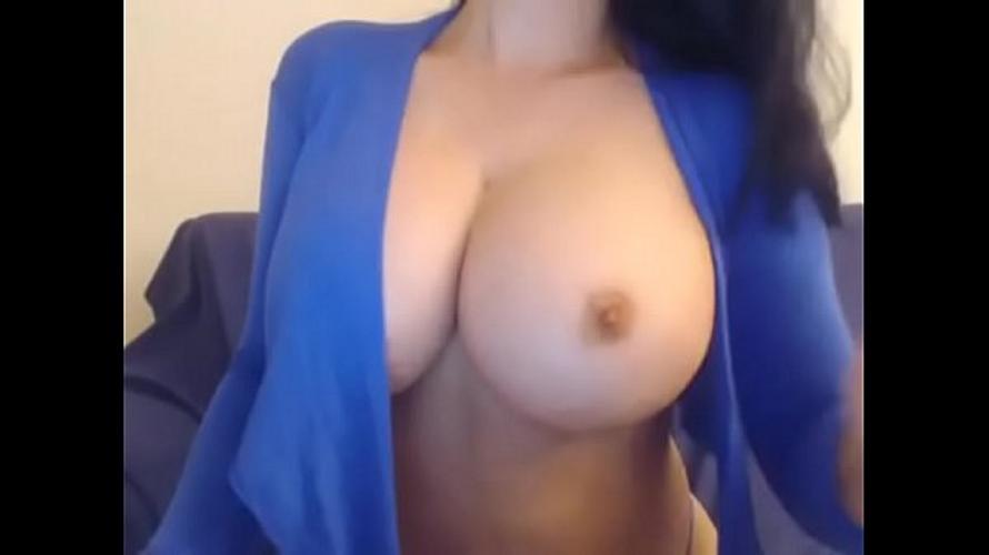 edecan tetona se masturba hasta venirse por la webcam de skype