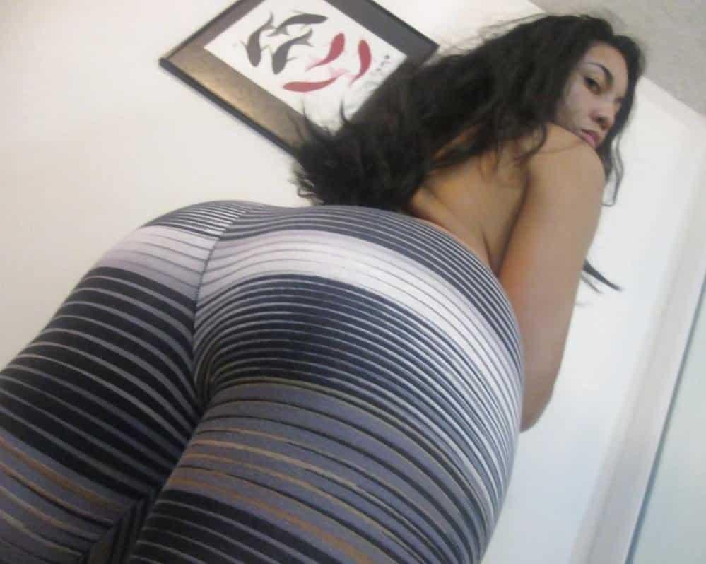Hermosa señora culona se toma fotos desnuda esta bien buena