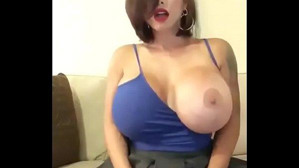 Video de señora tetona milf esta caliente y enseña todo
